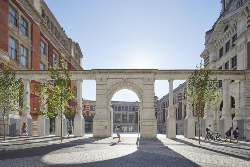 The Aston Webb Screen, the V&A Exhibition Road Quarter, designed by AL_A ©Hufton+Crow